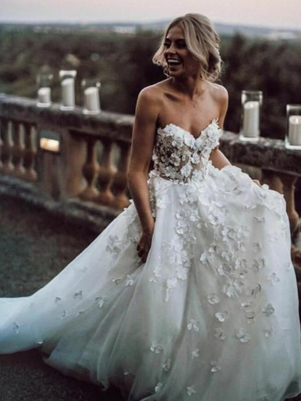 Exquisite A-Line Sleeveless Tulle Sweetheart Court Train Wedding Dress