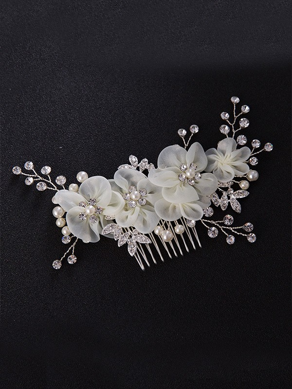 Chic Czech Pearl Headpiece