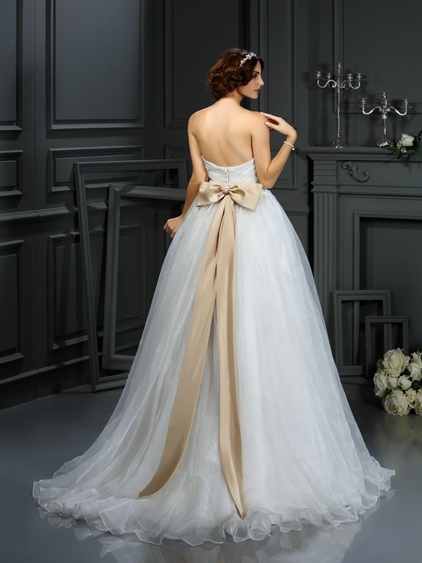 Exquisite A-Line Sweetheart Sleeveless Long Organza Wedding Dress