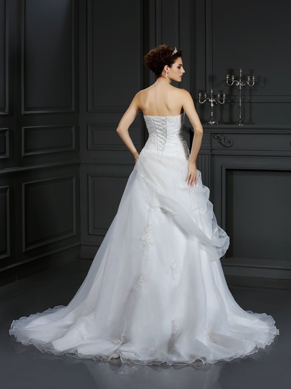 Exquisite Ball Gown Sweetheart Sleeveless Long Organza Wedding Dress
