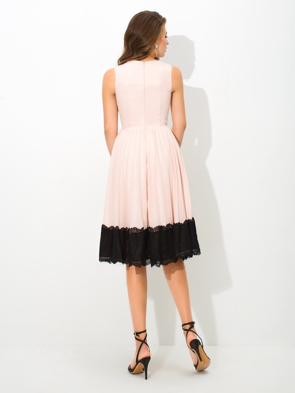 Amazing A-Line High Neck Lace Sleeveless Short Chiffon Cocktail Dress