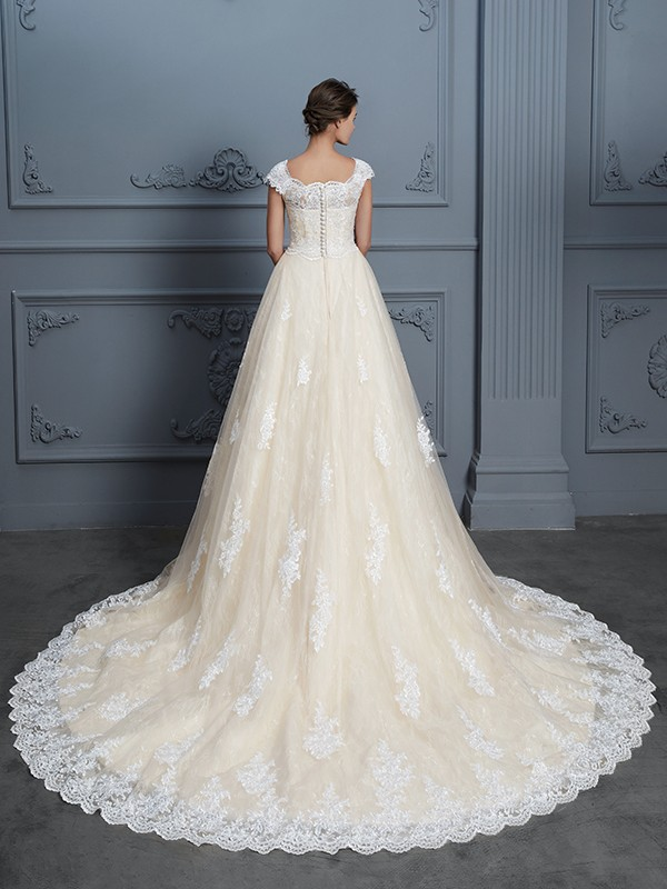 Glamorous Ball Gown Sweetheart Sleeveless Court Train Lace Wedding Dress