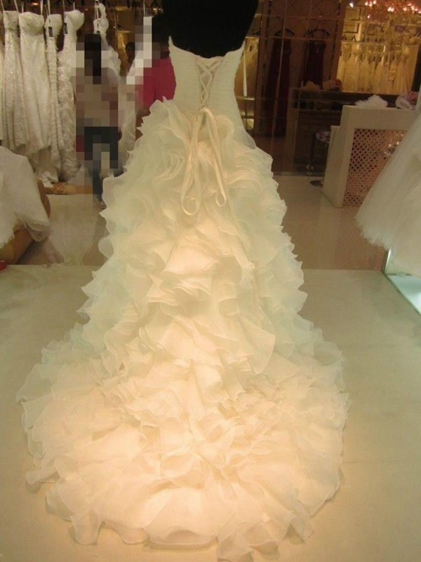 Affordable Ball Gown Sweetheart Organza Sleeveless Court Train Wedding Dress
