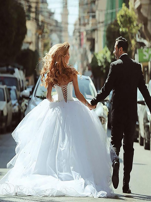 Exquisite Ball Gown Sleeveless Court Train Sweetheart Tulle Wedding Dress