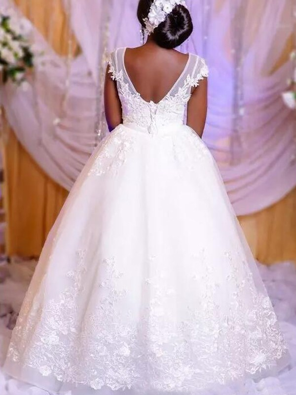 Stunning Ball Gown Tulle Scoop Sleeveless Floor-Length Wedding Dress