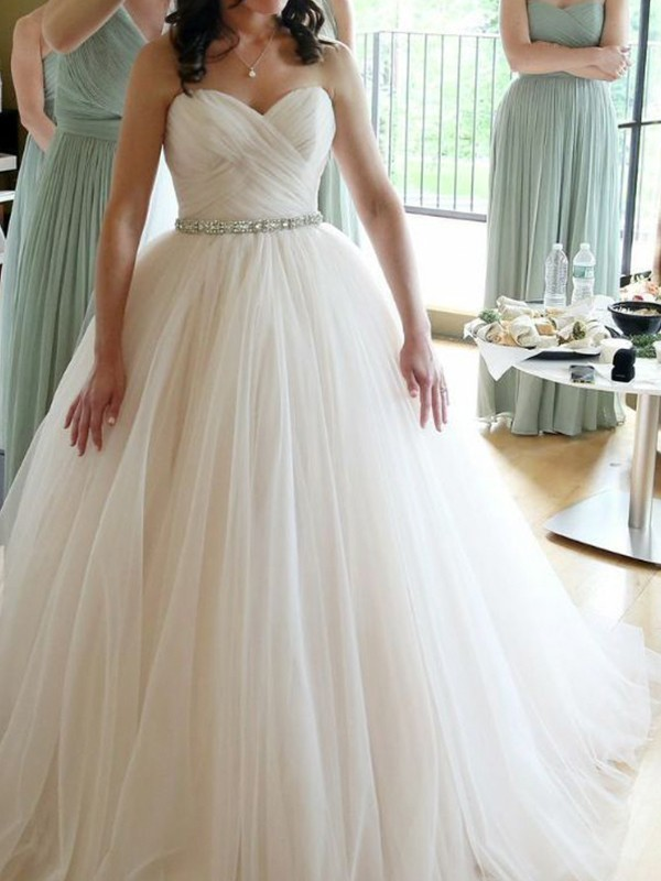 Chic Ball Gown Sweetheart Sleeveless Floor-Length Tulle Wedding Dress
