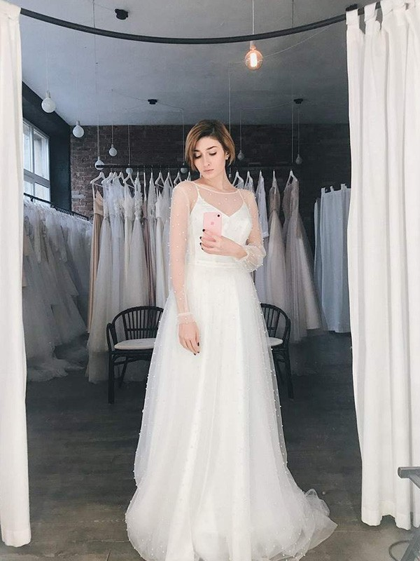 Cheap A-Line Tulle Scoop Long Sleeves Sweep/Brush Train Wedding Dress